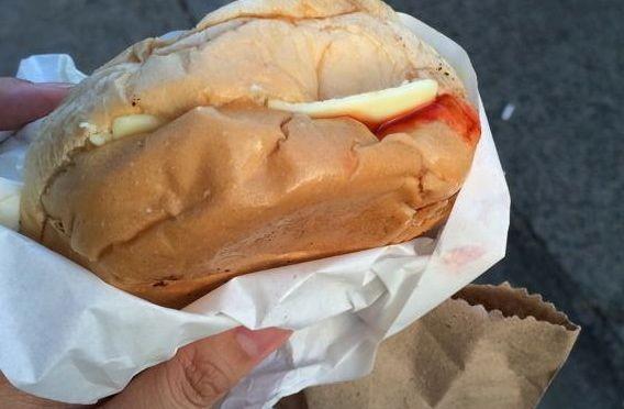 angelsハンバーガーはひとつ買うともうひとつ付いてくる