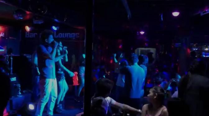 フィリピンのライブハウスでノリノリ!英語で歌が唄えるような気がする~♪