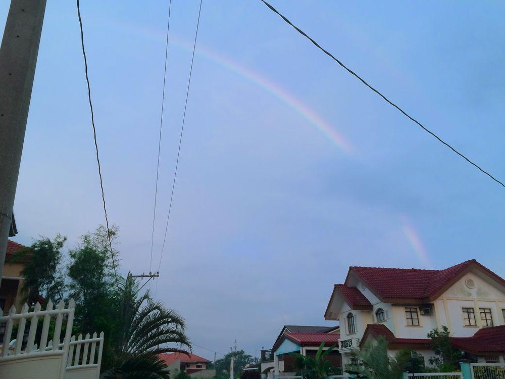 雷雨の後綺麗な虹が出た