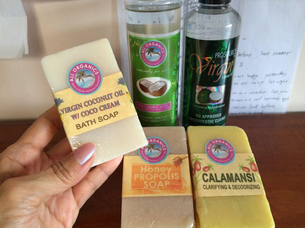 購入したココナッツオイルと石鹸