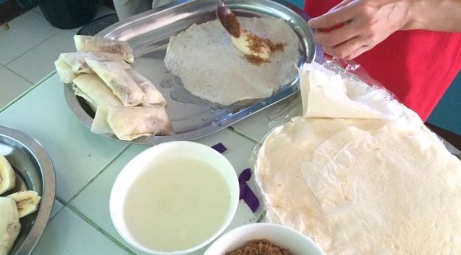 フィリピン料理のデザート、トゥロンはバナナの春巻き