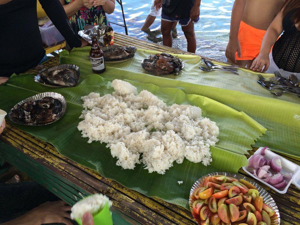 海の上でのバーベキューはカマヤンスタイルで食べます。最高