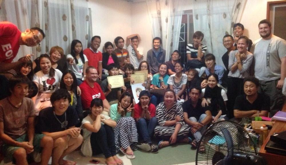 F2Fの生徒やティーチャーたちに囲まれ、私にとって最高の卒業式になりました