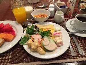 マニラのザ ヘリテイジホテルの1階レストランで朝食