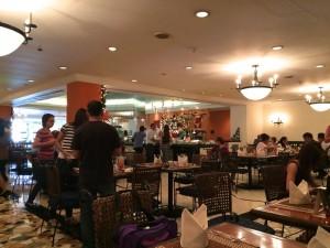 マニラのザ ヘリテイジホテルの1階レストラン
