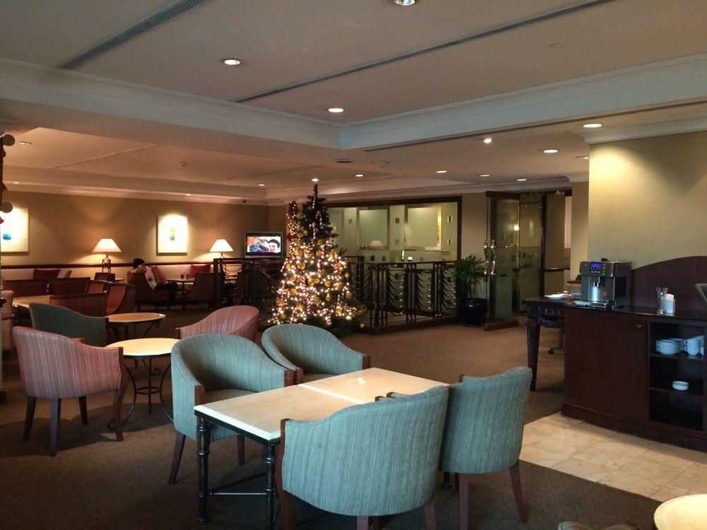 マニラのザ ヘリテージホテルの9階レストランでアフタヌーンティー 落ち着いた雰囲気です