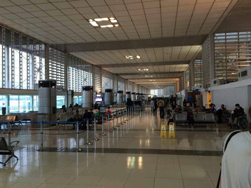 マニラ空港内は少し狭いかも