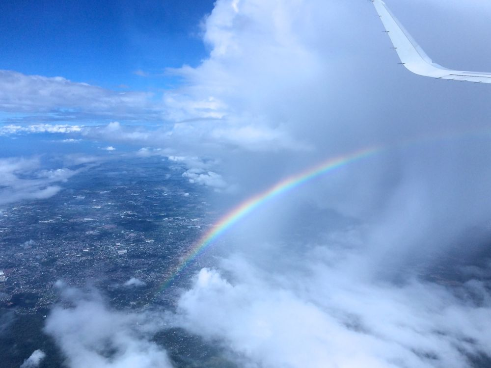 フィリピン上空にて虹が出ていた